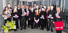 Die Auszubildenden bei RWE zeigen ihre Enttäuschung über die Ablehnung ihrer Forderung durch die Arbeitgeberseite