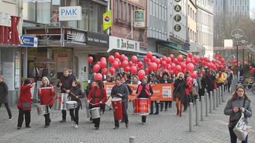 Marsch des Dortmunder Aktionsbündnisses zum EPD 2016, angeführt von der Samba Gruppe Até Logo