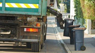 Einigung zum Rückwärtsfahren bei der Abfallsammlung setzt Konsens von Unfallver-sicherung, Entsorgern und Gewerkschaft um