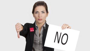 Frau Geschäftsfrau Ablehnung Daumen runter No Nein